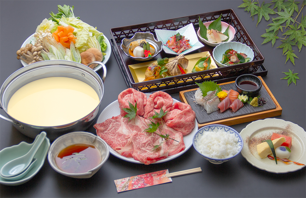 国産和牛の豆乳しゃぶしゃぶ鍋(写真のお肉とお野菜は2人前の量です。)